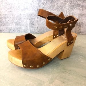 Uxibal leather and wood platform sandals size 8